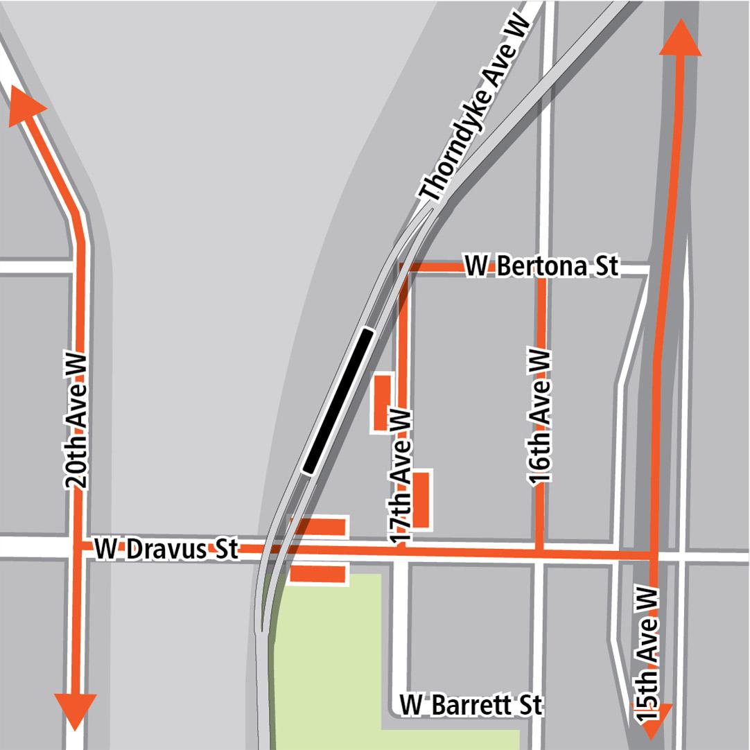 Bản đồ có hình chữ nhật màu đen biểu thị vị trí trạm ga gần 17th Avenue West, các hình chữ nhật màu cam biểu thị các điểm dừng xe buýt và các đường màu cam biểu thị các tuyến xe buýt trên 15th Avenue West, 16th Avenue West, 17th Avenue West, 20th Avenue West và West Dravus Street.